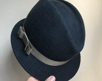 Womens and Mens Felt Fedora Hat Small Brim, Classic Hat, Casual Hat, Winter Hat, Dark Grey Wool Felt Hat With Beige Petersham Band and Bow