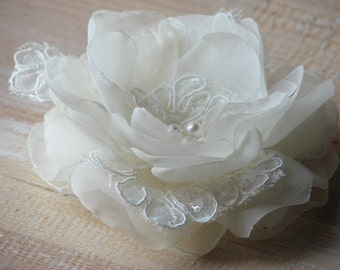 Ivory wedding hair flower Wedding hair piece Wedding lace pin Ivory hair flower Ivory lace pin Lace hair clip Wedding ivory pin Ivory flower
