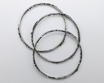 Hoop bracelets in sterling oxidized silver with microgranulation - waves