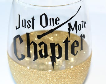 Book Lover Gift / Valentine's Gift for Her / Bookworm Glitter Wine Glass / College Student Gift / Reader Gift