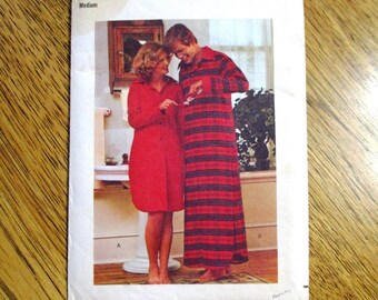 """1970s Mens Nightshirt / Old Timey Long Night Shirt (Victorian Style) - Size Medium (Chest 40 - 42"""") - VINTAGE Sewing Pattern Butterick 4503"""