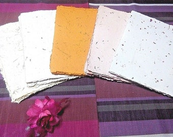 Pack of 25 sheets of handmade paper with leaves and natural flowers 100% Ecological