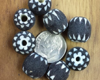 White/Black Medium Glass Chevron Beads