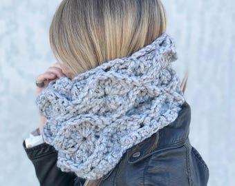 Chunky Crochet Cowl / Gray Circle Scarf / Fire Lily Cowl / yokieB