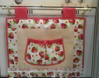 Copriforno country with strawberries in red