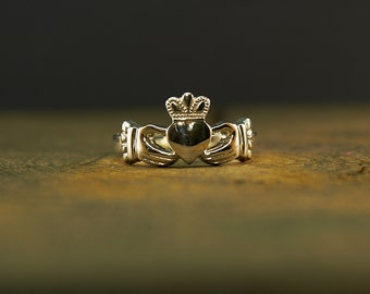 Claddagh Ring Sterling Silver, Promise Ring, Engagement Ring, Friendship Ring, Irish Ring, Ladies Claddagh Ring, Ring heart, Heart jewelry