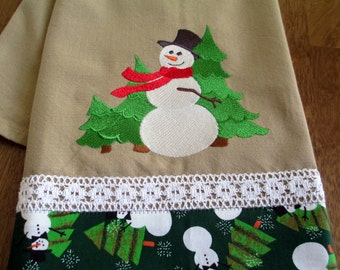 Embroidered Kitchen Floursack Fingertip Tea Towel Frosty Snowman Finds a Tree or 3