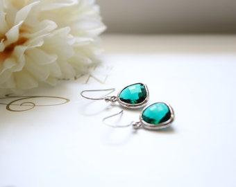 Emerald green stone earrings in silver, Emerald earrings, Bridesmaid earrings, Bridesmaid gift, Wedding earrings, Mothers day gift