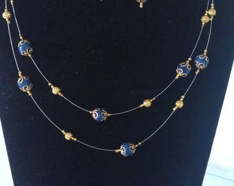 Double necklace and its matching earrings