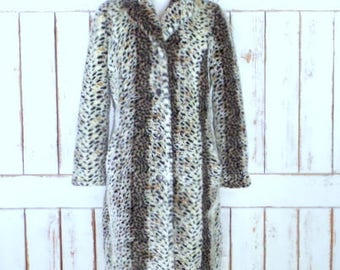 Vintage 90s faux fur leopard/cheetah print winter coat/chunky animal print fur jacket/long faux fur coat/small