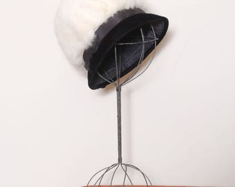Vintage 50s rabbit fur hat / fur cloche / black velvet hat / pillbox hat / fur winter hat