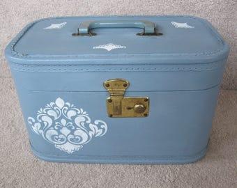 Vintage blue makeup train case