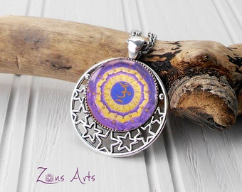 Crown Chakra Necklace. The glass cabochon is placed on the rhodium pendant dotted with stars in stainless stell of superior quality.
