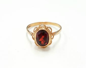 Gorgeous Vintage 9ct Gold Oval Bright Red Garnet Ring With Scalloped Edging - Size L, January Birthstone