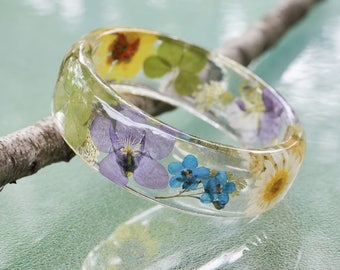 Pressed Wild Flowers Bangle Bracelet Floral Collage Real Viola Daisy Violets 4 leaf Clover Preserved in Resin Botanical Jewelry Size Large