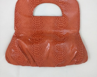 "Fashionable ""On The Go"" - trendy handbag / purse / clutch"