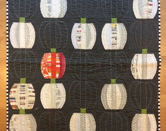 Quilted pumpkin table topper, Quilted Art, quilted wall hanging, home decor, fabric wall art, modern art quilt