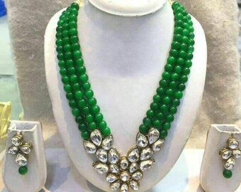 Traditional green pearl set