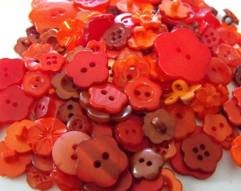 25 Red Flower Buttons - Grab Bag
