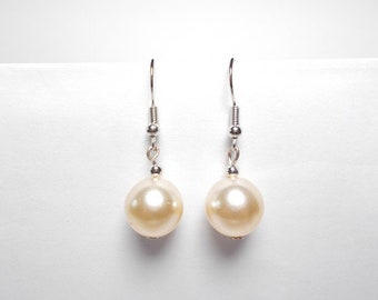 Dangling earrings beige Pearl glass beads