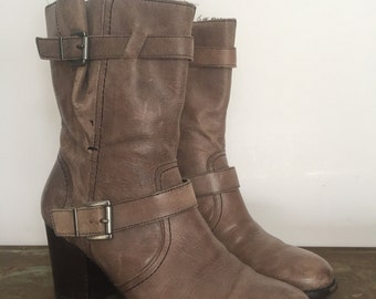 Womens grey leather ankle boot, size 7