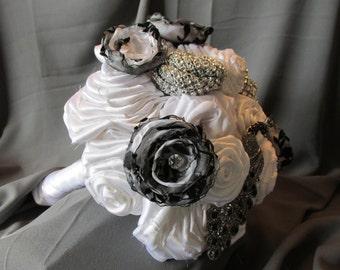 Wedding Bouquet - Black and White Bouquet - White Fabric Flower Bouquet