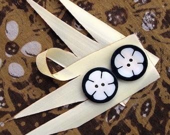 Bunga Kecil Little Flower Black and White Buttons 6pcs