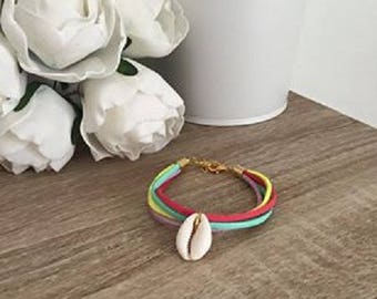 Bracelet Rainbow cowrie shell gold Mint green coral yellow purple suede 18cm