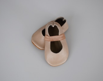 ballet flats /soft soled leather shoes / baby moccasin moccs / petal