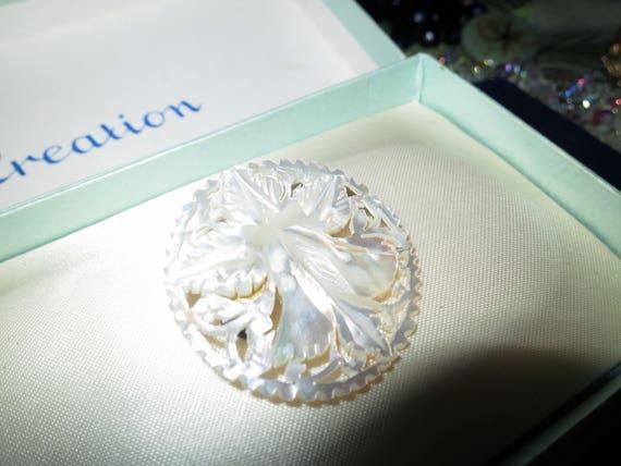 Lovely vintage Art Deco carved flower mother of pearl brooch