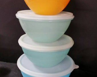 Vintage tupperware bowls.  Set of 4 with lids.