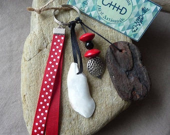 Door keys or jewelry bag in black and red shell and Driftwood