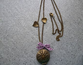 Bronze metal door Photo necklace with little hearts