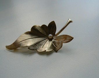 1960s Gold Tone Faux Pearl Leaf Brooch