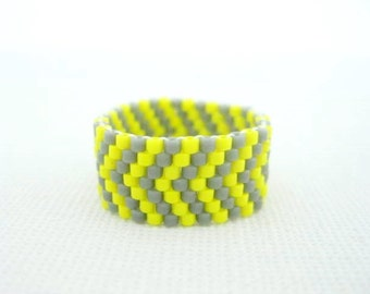 Peyote Ring /  Peyote Chevron Ring in Gray and Yellow  / Beaded Ring / Seed Bead Ring / Delica Ring / Size 6 Ring / Peyote Band