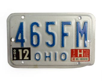 1985 Ohio Motorcycle License Plate - White And Blue Vintage Used Bike License Plate With Tags (77-BO-LP-0074)