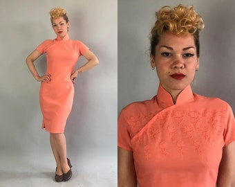 Vintage 1950s Dress | 50s Salmon Pink Linen Traditional Chinese Short Sleeve Cheongsam QiPao with Embroidered Perforated Flowers | Medium