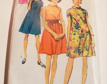 "1960s Tent dress yoke Sleeveless Stand collar welt pockets vintage sewing pattern Simplicity 7536 Size 14 Bust 36"""