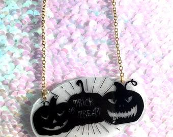 Trick or Treat Pumpkins Necklace - Circle, Halloween, Spooky, Jack O'Lantern