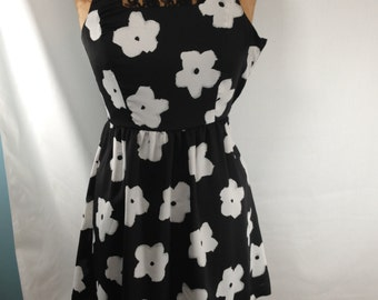 Chic dress, resort dress, floral dress, mod dress, sleevless dress,