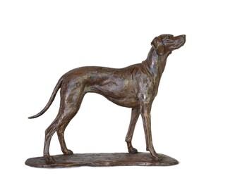 Vizsla sculpture, by Tanya Russell MRBS