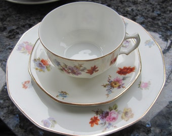 fine floral pattern for the five o'clock tea