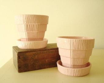 McCoy Pottery pink planter pair, 1953 basket weave design, faux bois look, 2 vintage McCoy planter pots, 5 inch houseplant pots