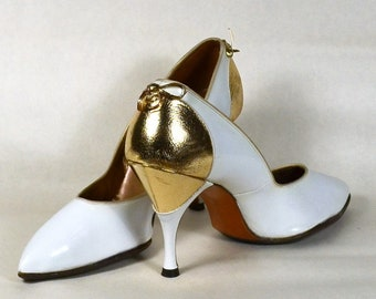 White Patent Leather 60s Pumps with METALLIC GOLD CIRCLE Inset_True 1950s/1960s Vintage_Estimated Sz 8 1/2M_ Spike Heels_Point Toe_A J Stine