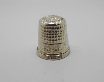Mint sterling silver thimble. Hall marked 1990