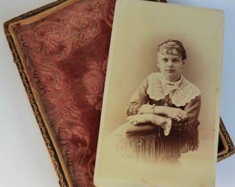 CDV Photo Carte de Visite Girl Wearing Victorian Bangles Jewelry Lace Collar
