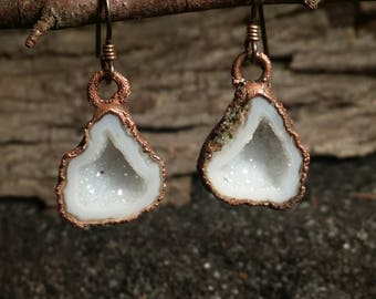 Dangling Tabasco Geode Cave Earrings