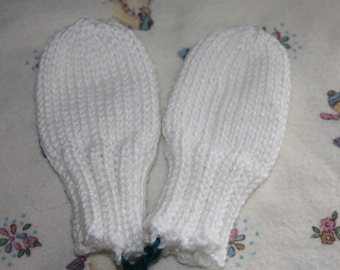 White Baby Mittens, Knit Mittens for Babies, No Scratch Mittens, White Baby Mitts, Gender Neutral Baby Gift, Thumbless Mittens on a String