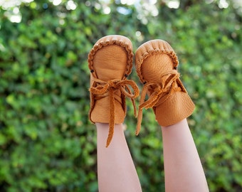 Toddler Moccasins, Totmocs,Free shipping, first birthday gift, soft sole shoes