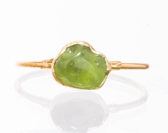 Raw Peridot Ring, Yellow Gold August Birthstone Ring, Raw Stone Ring, Rough Gemstone Ring, Dainty Ring, Green Stone Ring, Lime Green Ring